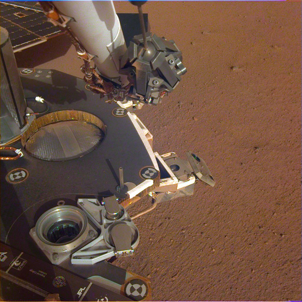 Mars InSight de la NASA estira su brazo