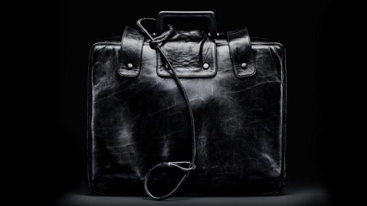 Conozcan el maletín estadounidense de aspecto inofensivo que puede destruir el mundo en minutos