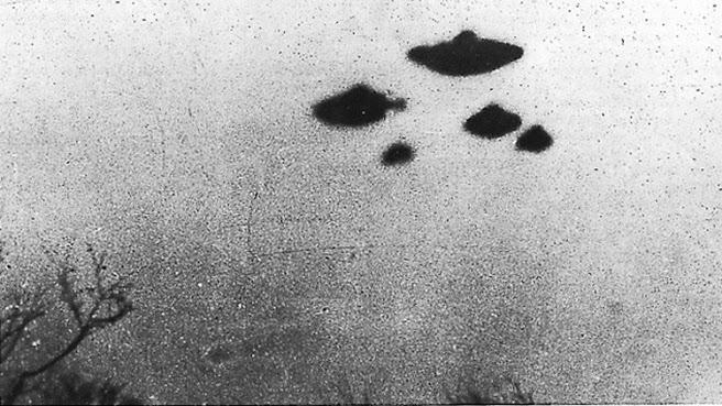 """""""La verdad está ahí afuera"""": La CIA desclasifica documentos sobre objetos voladores"""