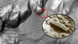 OVNI chocó contra un cráter en Marte?