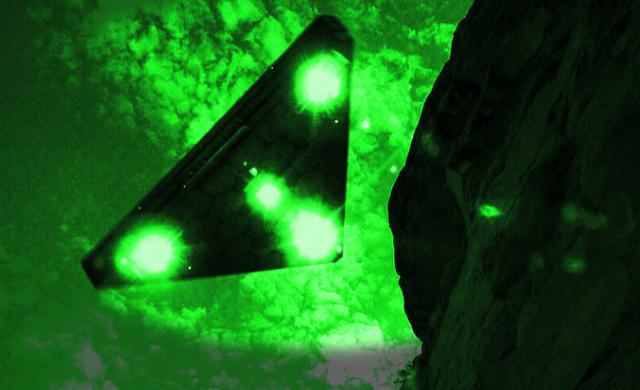 Ovni Triangular captado por una cámara de visión nocturna