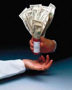 A más comidas pagadas por la industria a los médicos, más recetas extendidas