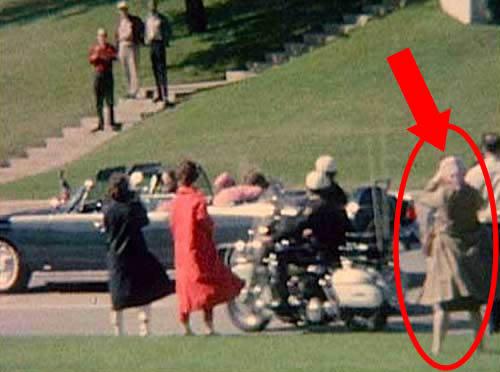 Cual fue el destino de la Mujer que Grabo con su camara, el Asesinato de John f. kennedy ¡¡¡
