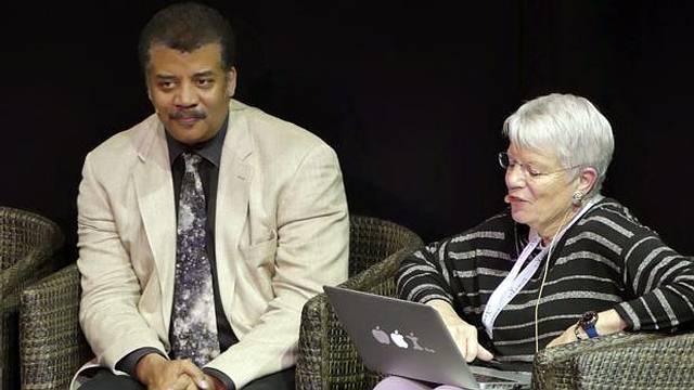 Neil deGrasse Tyson: «Los extraterrestres nos verían como su mascota»