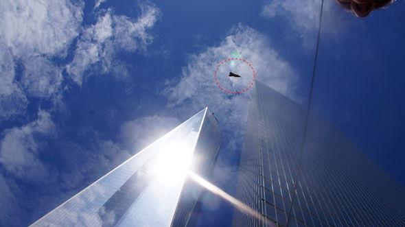 MUFON: Testigo revela fotografía de un OVNI sobrevolando el World Trade Center