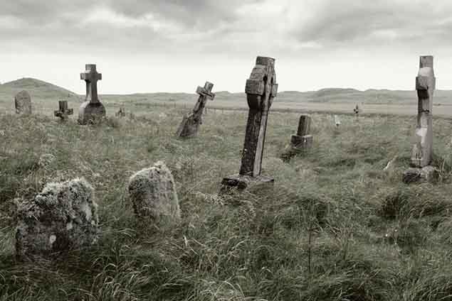 Desentierran viejos cadáveres de 'vampiros' en Polonia