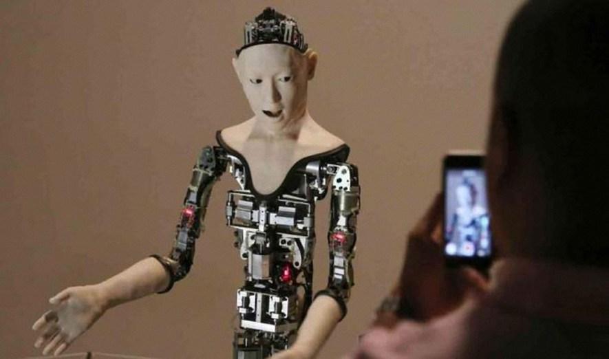 Alter,un robot con voluntad propia