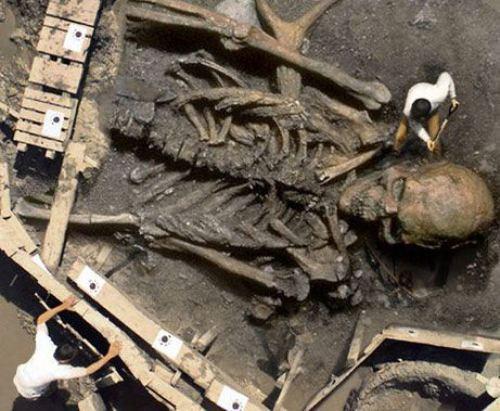 """La CIA ha lanzado a los arqueólogos que descubrieron esqueletos gigantes una terrible amenaza, """"ustedes está jugando a un juego muy peligroso"""""""