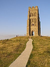 200px summit of glastonbury tor - Las Sendas del Dragón