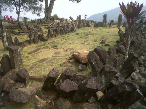 800px gunung padang site - LAS ULTIMAS NOTICIAS DE GUNUNG PADANG, la misteriosa antigua pirámide en Indonesia que esta reescribiendo la historia