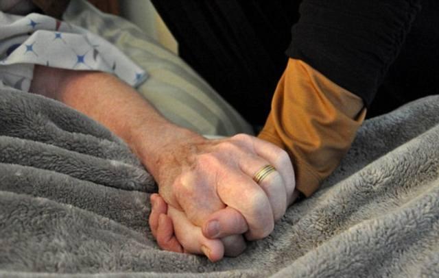 ¿Puede la fuerza de voluntad estirar la expectativa de vida de pacientes moribundos?