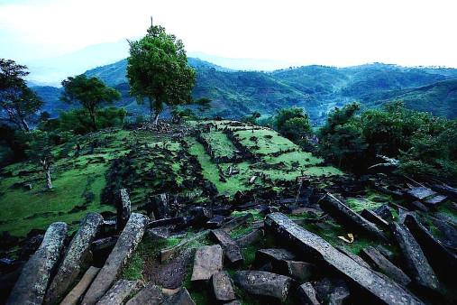 pyramid 20130726162602277877 940x6281 - LAS ULTIMAS NOTICIAS DE GUNUNG PADANG, la misteriosa antigua pirámide en Indonesia que esta reescribiendo la historia