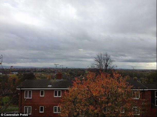 ufo.uka3  - Sorprendente imagen de un OVNI captado en Manchester, Reino Unido.