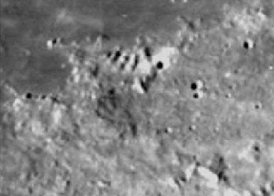 'Antigua 'fortaleza' y pirámides alienígena en la Luna - Revelado