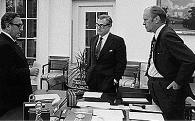 """Documentos desclasificados: Kissinger pretendía """"destrozar"""" Cuba. Ahora quiere crear un ejército global"""