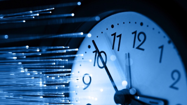 ¿Podremos viajar en breve a través del tiempo? Consiguen ralentizar lavelocidad de la luz