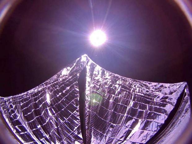 Esta es la primera foto de una vela solar desplegada en el espacio