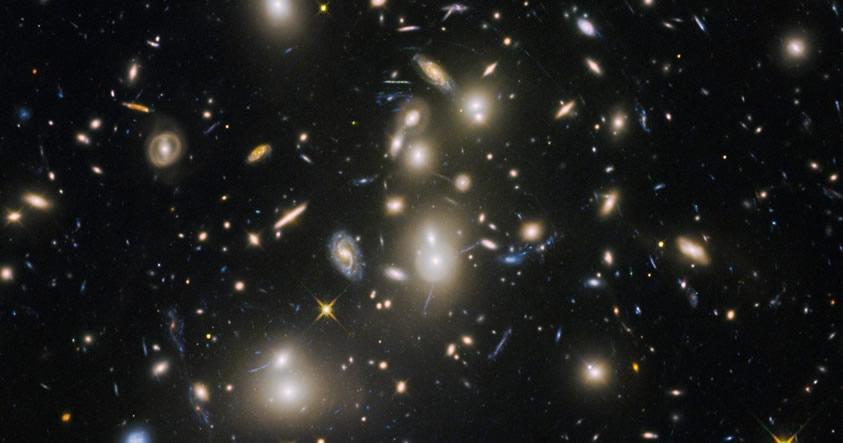 Hubble ha encontrado las antiguas galaxias que dieron al universo su primera luz