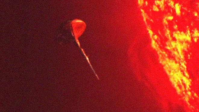 Vídeo de 2016 de la NASA mostraba un OVNI abasteciéndose del SOL!