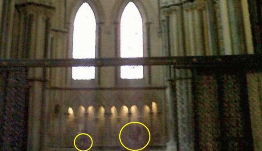 Fotografían el fantasma de un niño con su madre en la catedral inglesa de Lincoln