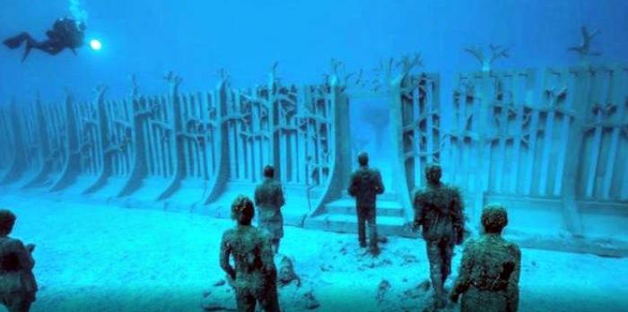 """Impresionante """"Muro Submarino"""" que rodea todo el planeta descubierto en Google Earth."""