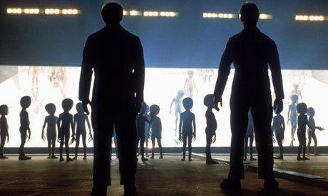 Intercambio de humanos por extraterrestres