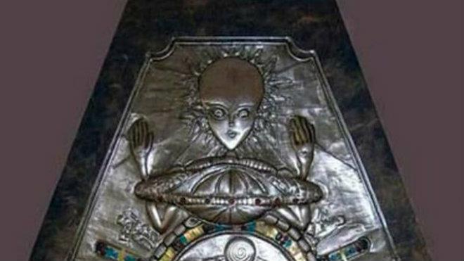 Encontraron misterioso medallón de faraón en una antigua tumba