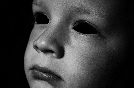 niC3B1o de ojos negros - La Leyenda de los niños de ojos negros