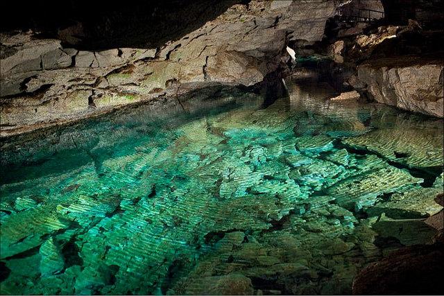 La inquietante leyenda de la alucinante cueva de hielo de Kungur, Rusia