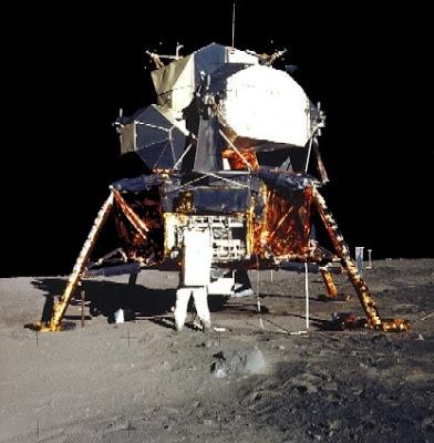 apolo11 7 - El viaje a la luna NO LO VIMOS, un estudio profundo afirma que las fotos son falsas.