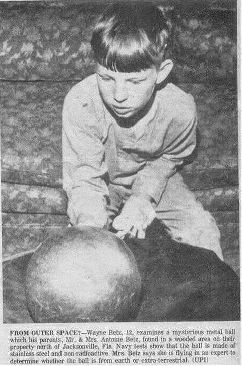 """La historia de la misteriosa esfera del """"juicio final"""" encontrada en Jacksonville, Florida"""