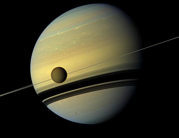 Titán, la luna de Saturno, tiene altas probabilidades de albergar vida