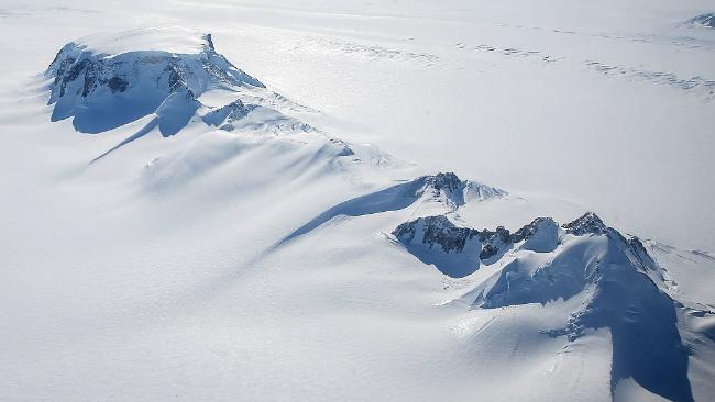 Descubren 91 volcanes bajo el hielo de la Antártida