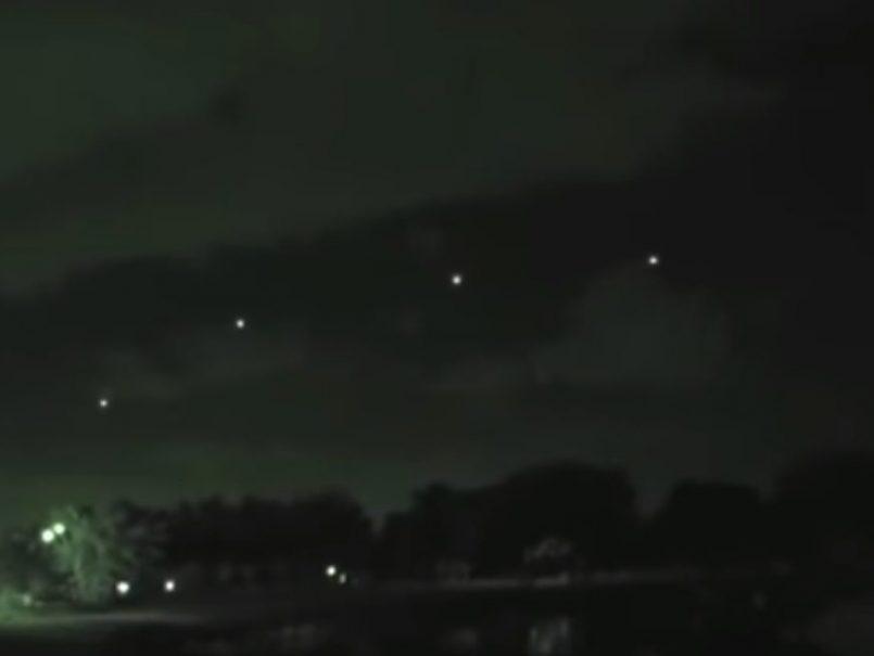 ¿Qué serán estos objetos brillantes captados sobre Florida hace unos días?