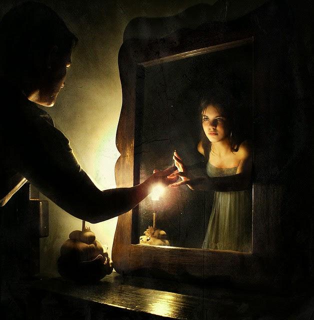 Los espejos: ¿Portales al Más Allá y a otras dimensiones? Una historia llena de misterios