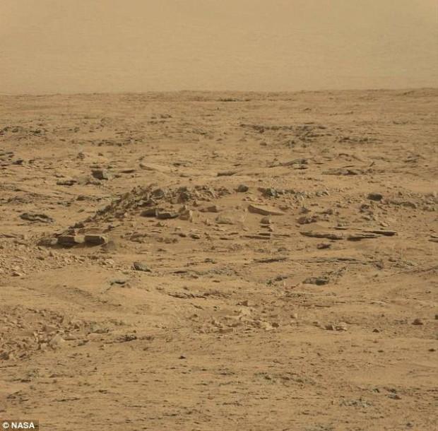 ¿Una roca con forma de 'ataúd' en Marte?