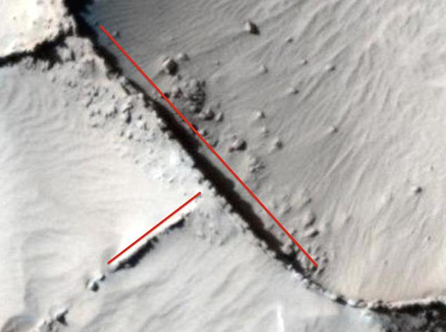 Descubierto un antiguo muro en Marte, foto de la NASA