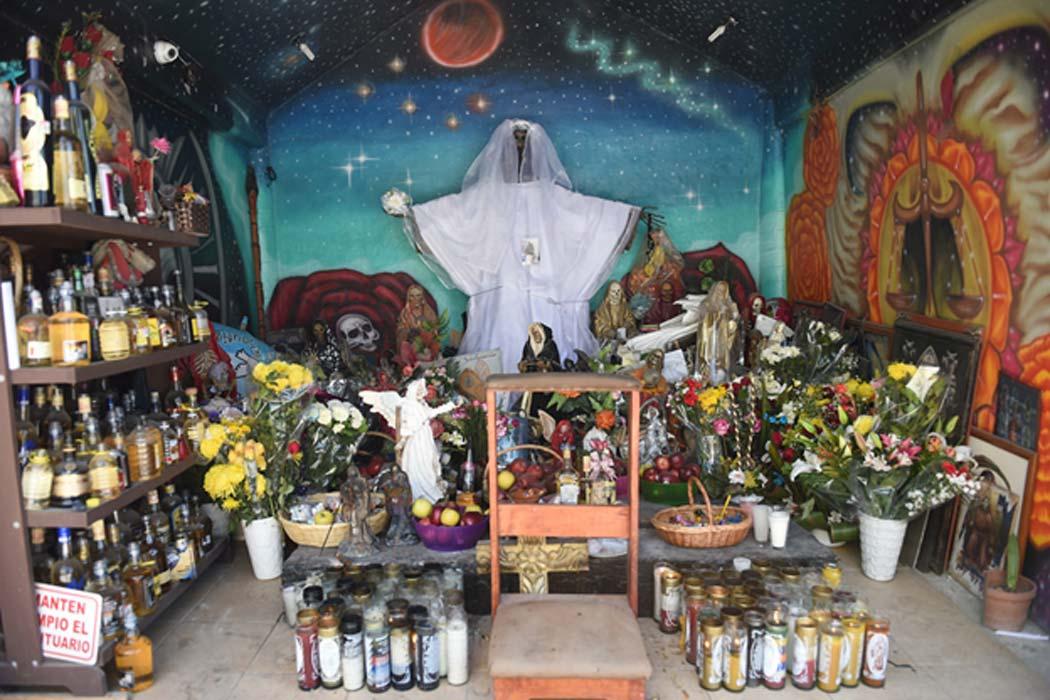 ¡Viva la Muerte! La Santa Muerte: santa popular y personificación de la muerte, sanadora y protectora