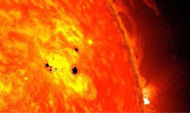 Aparece una mancha solar del tamaño de 6 Tierras en menos de 48 horas