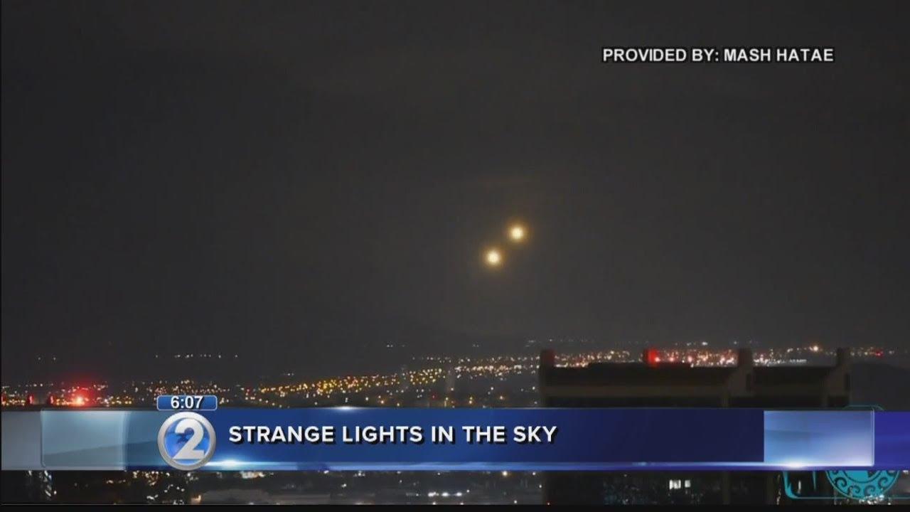 Varias luces son filmadas en el cielo de Hawai