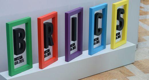 EEUU busca fragmentar Europa para que no estreche lazos con los BRICS, afirma político