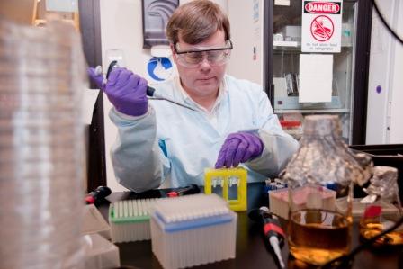 Conozca A Todd Rider, MIT desarrolla medicamento que podría curar todos los virus