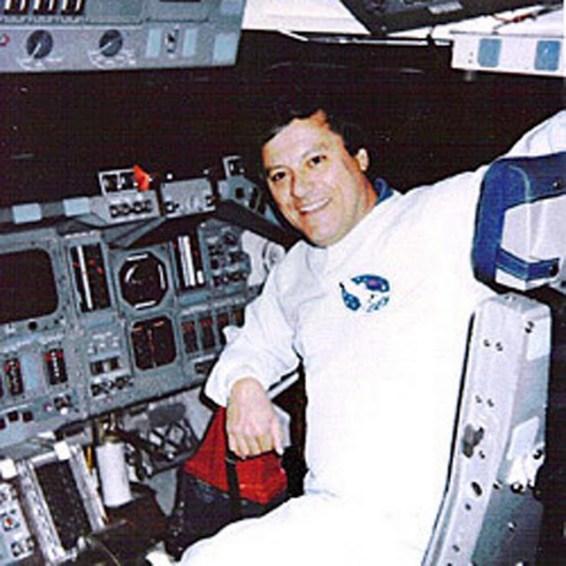 """Ex operador de NASA: """"Fui testigo de un encuentro entre astronautas y extraterrestres altos"""""""