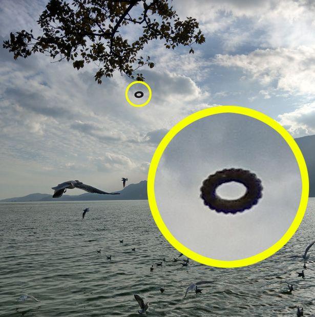 donut shaped ufo china 1 - Mira este OVNI 'Tire' y dime de qué se trata!