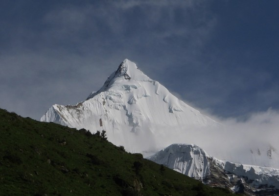 gangkhar puensum mistica montana himalaya - Gangkhar Puensum, la mística montaña prohibida del Himalaya
