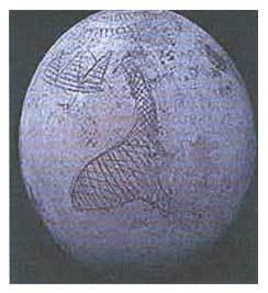 Pirámides de Giza grabadas en un Huevo de avestrúz anterior al periodo egípcio¿?