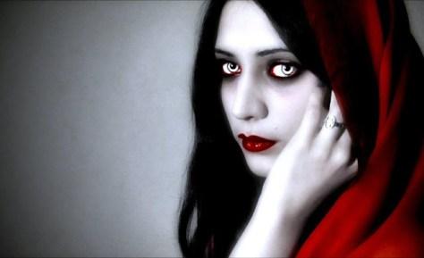 Ornias: vampiresa que se alimenta de hombres (del signo de Acuario)
