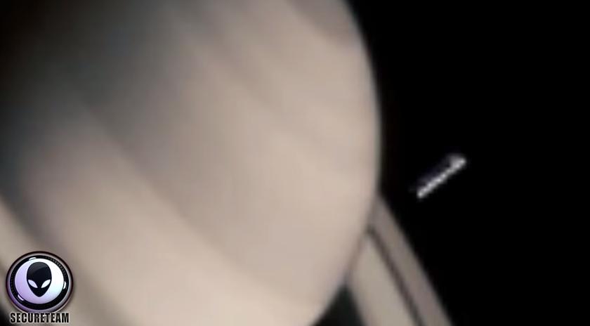 Ovni Viajando desde Saturno a Marte