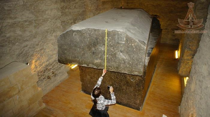 10 increíbles imágenes de los 24 sarcófagos muy pulidos y masivos en el Serapeum de Saqqara