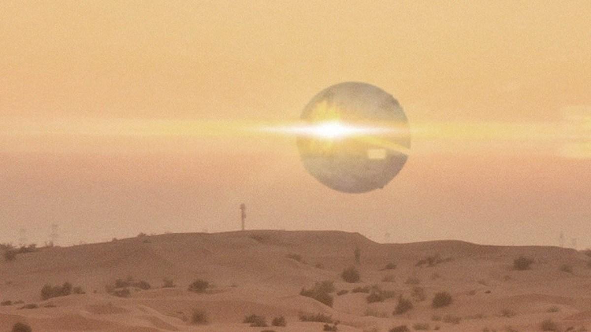 Extraño OVNI ESFÉRICO descubierto por agentes de policía en el desierto de Arizona – EE. UU.!